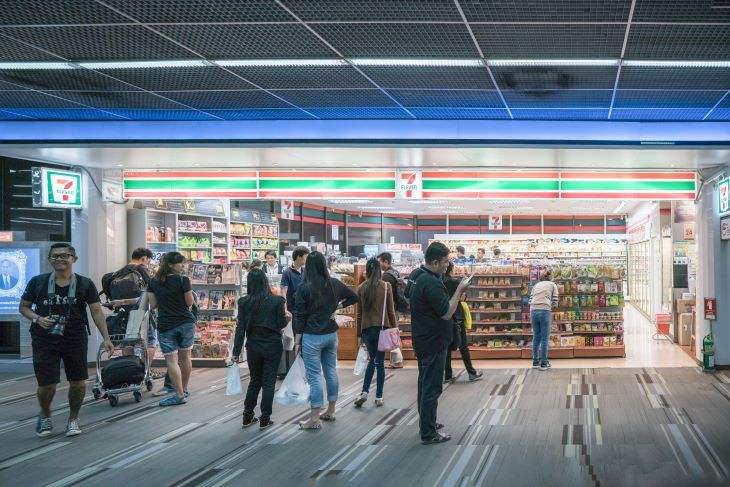 Walking around Tokyo, you are sure to find one! Convenience stores, a convenience for foreigners