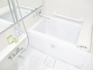 large_bathroom__2_.jpg